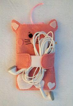 Passo a Passo: Porta celular (case) em feltro http://jugordilho.blogspot.com.br/2012/11/passo-passo-porta-celular-case-em-feltro.html