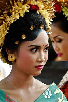 Beautiful Balinese Woman in Beauty Traditional Dress of Bali. #Indonesia #Culture | #SouthEast #Asia #Pasific #Asean #Picture