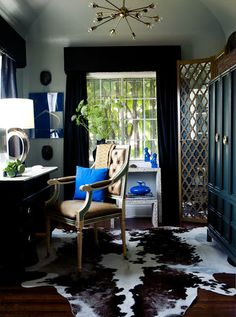 Small office with a beautiful rug.