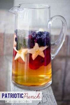 Such a cute idea! Patriotic punch. There is a recipe posted put you could use any kind of ice tea and just add blueberries, strawberries, and starfruit. apple juice punch, juli 4th, party patriotic, fruit punch recipe, 4th of july, patriotic punch, patriot punch, patriotic drinks, parti