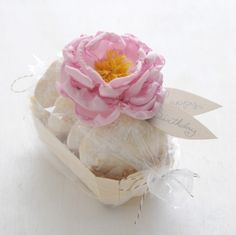 DIY:: Peony gift toppers