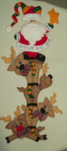 Juegos De Baño De Santa Claus En Fieltro:Santa Claus con renos de fieltro, decorativos navideños More