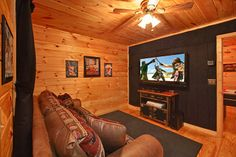 Grin N Bear It is an oversize 1 bedroom cabin with a media room! This spacious cabin will be the family favorite with all of the unique features it has to offer!