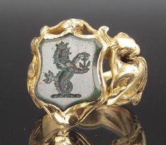 ~18K GOLD VICTORIAN HERALDIC INTAGLIO CARVED BLOODSTONE SIGNET RING, c.1880~