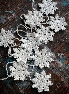 prettiest crochet snowflakes i've seen so far      ~Charlotte (PixieWinksFairyWhispers)