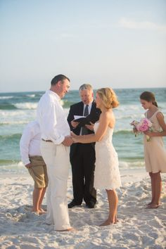 Florida beach vow renewal with kids by your side. Photography by amandasuanne.com