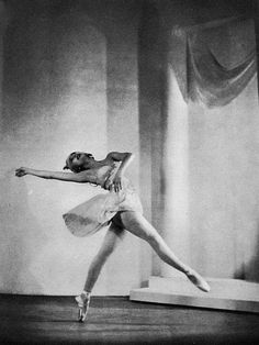 Margot Fonteyn in Ashton's Judgement of Paris .....1938