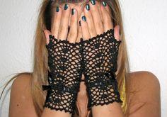 Short black elegant fingerless gloves