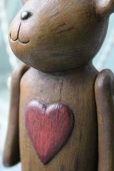 Wooden bear with red heart~Drewniana Szpulka