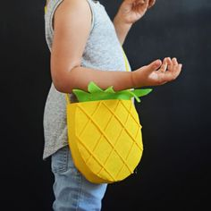 Easy NO SEW Felt purses for the little ones.