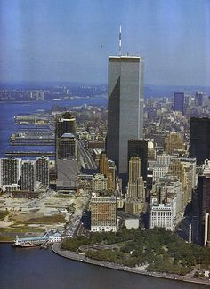 aerial view of manhattan island looking north october 1984 (1)