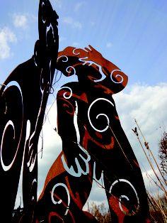 Kunst und Skulpturen aus Stahl - eine faszinierende Gestaltungsmöglichkeit für den Garten