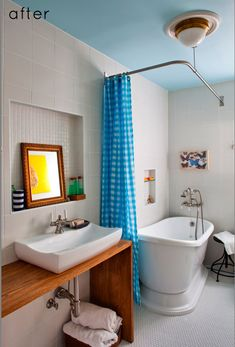 Subtly nautical bathroom with sky blue ceiling. How lovely.