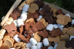 To create a fun Bear Party Mix, we combined Teddy Grahams, Honey Maid Bees and mini marshmallows. Raisins and other dried fruit would be tasty, too.