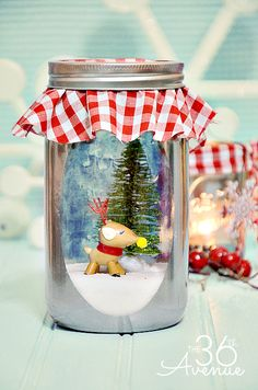 Christmas Craft - Make this DIY Vintage Snow Globe… Such a cute decoration and adorable gift!  #christmas #gift #vintage