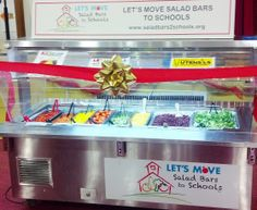 Beautiful new salad bar presented to Burrville Elementary School in Washington, DC