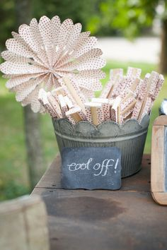 cute fans for summer wedding #bodas #inspiracion #ideas #regalos