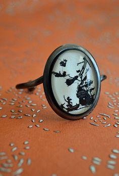 Peter Pan ring. Love it! :D