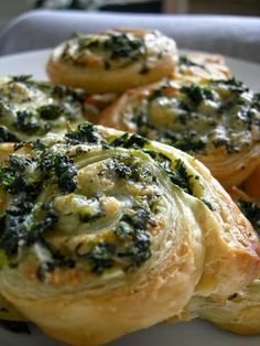 Cheese & Spinach Pinwheels party appetizers, food recipes, holiday parties, spinach puff, christmas holidays, puff pastries, spinach pinwheel, holiday foods, holiday appetizers