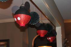 Decoración con lámparas de papel de fiesta Mickey Mouse