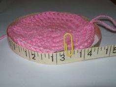 great tutorial for making infant hats to correct size (cats-rockin-crochet) •✿• Teresa Restegui http://www.pinterest.com/teretegui/ •✿•