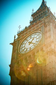 Afternoon sunshine over Big Ben, #London 26°C | 79°F #BurberryWeather