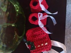 Christmas bonnet and booties for a gift  11-14-12  Free pattern for bonnet by Moogly here: http://www.mooglyblog.com/toot-sweet-newborn-bonnet-free-crochet-pattern/