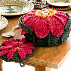 Poinsettia Casserole Cover and Potholder   http://www.crochet-world.com/patterns/pdfs/Poinsett.pdf