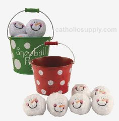 No Snow, No Problem! Indoor Snowball Fight  No snow? Too cold to go outside and play? Well, no worries. This fun 7 piece set will have you playing, regardless of the weather! Choose from green or red pail. (Item #16644) $10.95