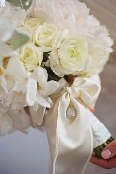 gorgeous bow to tie off the bouquet | Liz Banfield #wedding