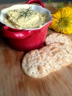 Easy Homemade Lemon Dill Hummus Recipe - Have an elegant and delicious dip ready in less than 5 minutes! #hummus #dip #easy