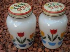 VINTAGE ANCHOR HOCKING TULIP SALT AND PEPPER SHAKERS