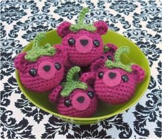 Free Crochet Pattern: Bearies | Gleeful Things - make cran-bearies