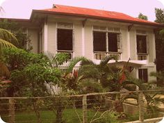 """""""The Cloribel House is located in Barangay Lourdes in Panglao Island, Bohol.  It was built in 1926 by Gaudencio Cloribel, touted to be the first lawyer in Bohol and in the entire Visayas.  To date, this ancestral home is still being used as vacation residence by some of Cloribel's descendants who now live mostly in Manila."""""""