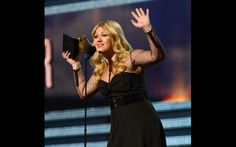 And The GRAMMY Went To ... Kelly Clarkson | GRAMMY.com