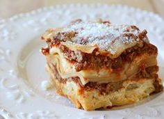 Easy crockpot lasagna recipe can be made with ground beef or a layer of spinach/veggies.