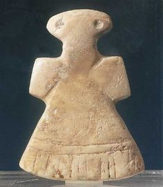 Female amuletic Idol. Most probably shell. Mesopotamia, Early Dynastic Period, 3rd millenium BC.
