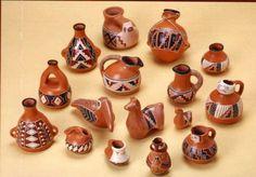 """ARTESANÍAS RECREACIÓN """"DIAGUITAS"""", Diversos artesanos en greda desarrollan una típica artesanía en la comuna. Su objetivo principal es imitar los artefactos diaguitas, sin embargo, igualmente se fabrican piezas de utilidad y adornos, principalmente para la comercialización y sustentabilidad de este grupo de artesanas."""