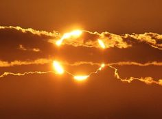 """""""Ring of fire"""" during an annular solar eclipse - The sunrise over Australia on Friday, May 10th, 2013. Tony OBrien photographed what happened from a spot south of the town of Newman. Credit: Tony OBrien / Spaceweather.com"""