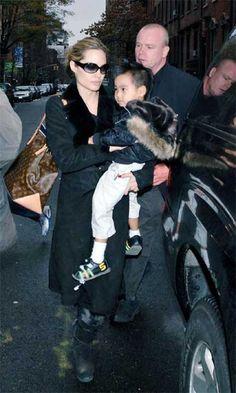 Angelina Jolie and Louis Vuitton Cabas Mezzo Bag