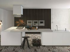 LACQUERED WOODEN KITCHEN WITH ISLAND MATRIX BY VARENNA BY POLIFORM | DESIGN PAOLO PIVA
