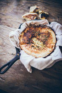 Chlebek pita z za'atarem (6-8 sztuk, przepis z książki Th Lebanese Kitchen)