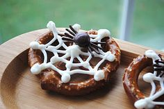 Chocolate Spider & Web Pretzels @Shugary Sweets
