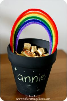 Cute pot of gold craft for st. patrick's day    Materials:  Chalkboard paint  Rainbow colored pipe cleaners  rolos (or another candy in a gold wrapper)  chalk gift, gold craft, kid crafts, stpatrick, parti