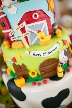 Cake at a Barnyard Party with Full of Ideas via Kara's Party Ideas | KarasPartyIdeas.com #BarnyardParty #FarmParty #PartyIdeas #PartySupplies #cake