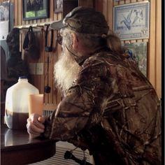 Si Robertson and his Peach cup..not green this time.