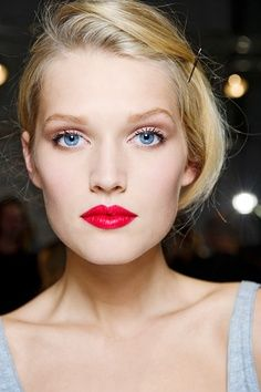 Red lips for the classic look