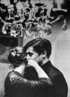 Romy Schneider et Alain Delon chez eux à Tancrou en 1959.  Photographies de Michel Brodsky