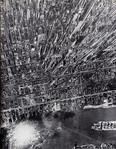 Amazing vertical view on Manhattan, New York, in 1944.  Photto By Andreas Feininger