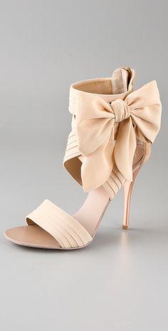 işte bu bilekten bantlı ve fiyonklu Giuseppe Zanotti Chiffon-Bow Sandal, $850  I *heart* me some high heels with bows. Sigh.
